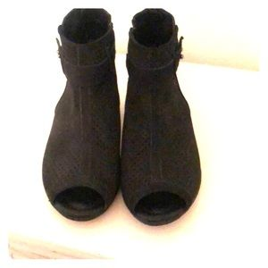 Earth leather peep toe bootie 8 in black